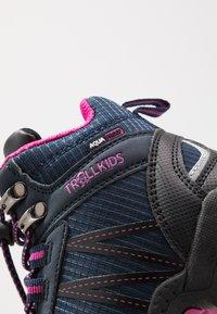 TrollKids - KIDS TROLLTUNGA MID UNISEX - Hiking shoes - navy/magenta - 2