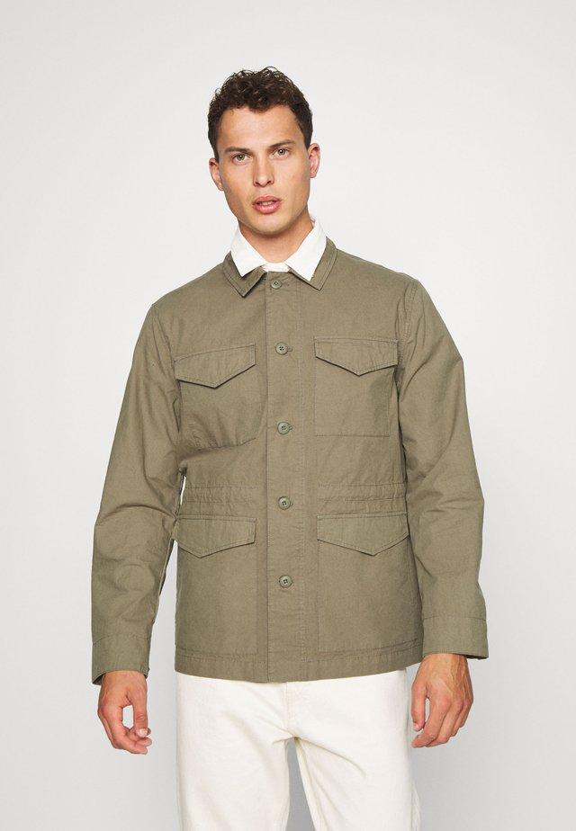 TRAVIS FIELD - Camicia - vintage green