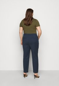 Vero Moda Curve - VMVICTORIA ANTIFIT ANKLE PANTS - Trousers - navy blazer - 2