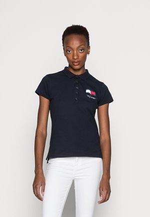 ABO MOTION FLAG - Polo shirt - desert sky