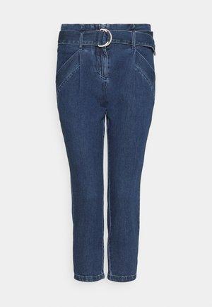 VMBAILEY PAPERBAG BELT - Relaxed fit jeans - medium blue denim
