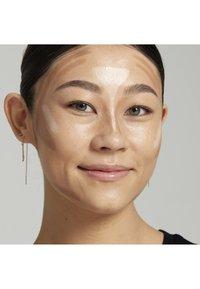 Nyx Professional Makeup - STICK - Contouring - 2 medium - 1