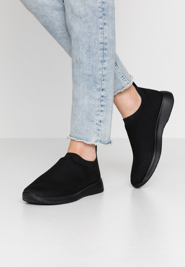 CINTIA - Slipper - black