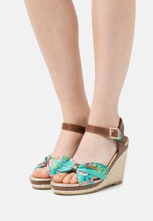 SHAILY - Sandály na platformě - vert/multicolor
