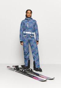 OOSC - STEVEN STIFLER FEMALE FIT - Ski- & snowboardbukser - blue - 1