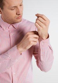 Eterna - SLIM FIT - Shirt - rot/weiss - 2