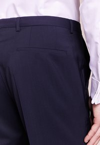 HUGO - SIMMONS - Oblekové kalhoty - dark blue - 4