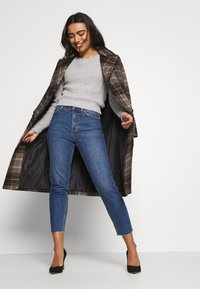 ONLY Petite - ONLEMILY - Jeans slim fit - dark blue denim - 1