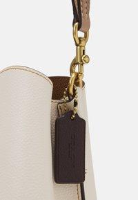 Coach - WILLOW BUCKET BAG ADJUSTABLE - Handbag - chalk/multi - 4