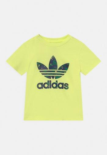 TEE UNISEX - Print T-shirt - pulse yellow