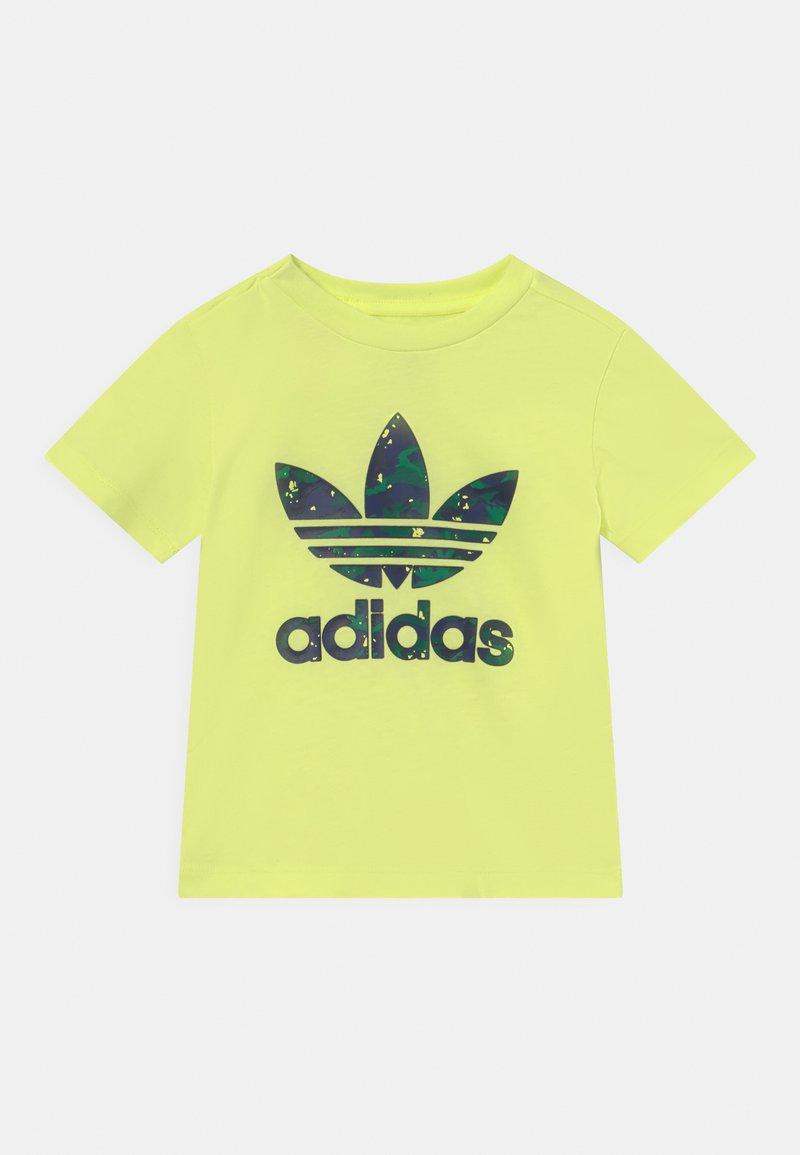adidas Originals - TEE UNISEX - Camiseta estampada - pulse yellow