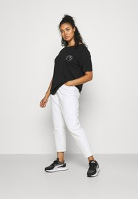 ONLY Carmakoma - CARELLY LIFE MOM - Relaxed fit jeans - white - 1