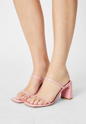 Pantofle na podpatku - almenar dumas