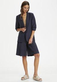 Soaked in Luxury - Short coat - parisian night - 0