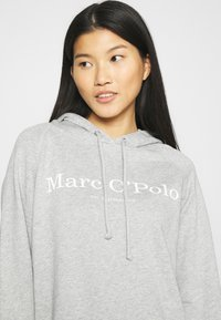 Marc O'Polo - RAGLAN SLEEVE HOODED - Hoodie - chalk grey - 4