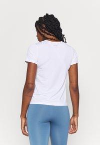 Casall - ICONIC TEE - Basic T-shirt - white - 2