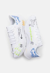 Nike Performance - AIR ZOOM PEGASUS 38 HACKNEY - Neutrala löparskor - white/action green/hyper royal/amarillo/black - 5