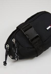 Tommy Jeans - TJM CAMPUS  BUMBAG - Bæltetasker - black - 2