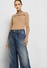 MM6 Maison Margiela - PANTS 5 POCKETS - Relaxed fit jeans - vintage/blue - 5