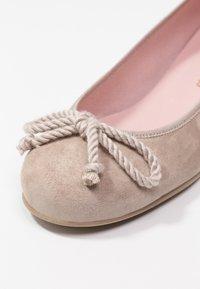 Pretty Ballerinas - ANGELIS - Klassiske pumps - safari/micenas safari keros - 2