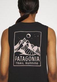 Patagonia - RIDGELINE RUNNER MUSCLE TEE - Top - black - 4