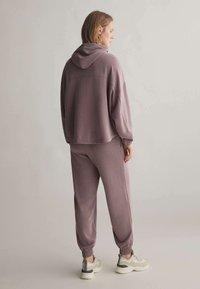 OYSHO - Pantalon de survêtement - mauve - 2