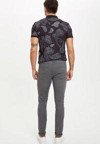 DeFacto - MAN - Trousers - grey - 2