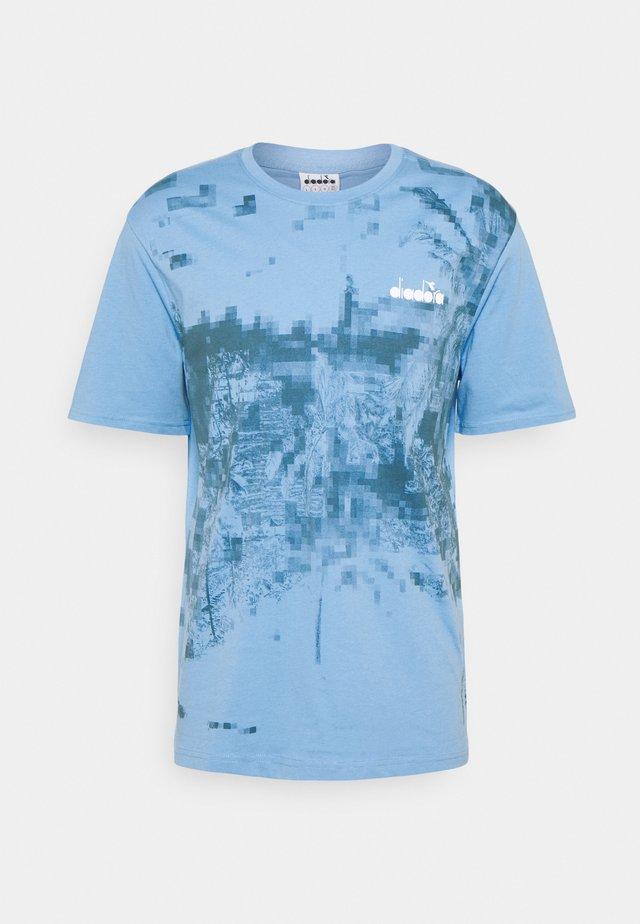 Print T-shirt - alaskan sky blue