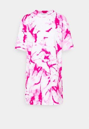DRESS - Jersey dress - cerise