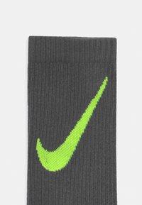 Nike Sportswear - EVERYDAY CUSHIONED CREW 6 PACK UNISEX - Socks - white/blue - 2