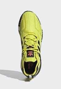 adidas Originals - ZX 2K BOOST UNISEX - Tenisky - acid yellow/core black/footwear white - 3