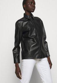 LIU JO - GIACCA CAMICIA - Leather jacket - nero - 5