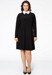 Yoek - MIT BAND-DETAIL - Day dress - black - 1