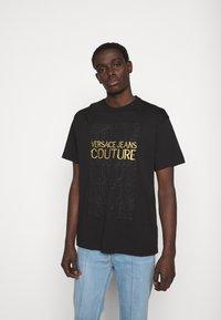 Versace Jeans Couture - MOUSE - Camiseta estampada - black - 0