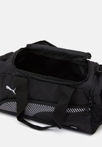 Puma - FUNDAMENTALS SPORTS BAG XS UNISEX - Treningsbag - black - 3