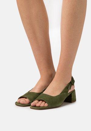 LUISA - Sandaalit nilkkaremmillä - moss