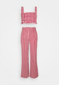 Missguided Petite - COORD SCOOP NECK CROP AND SEAM TROUSER SET - Trousers - red - 0