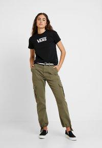 Vans - FLYING  CLASSIC - Print T-shirt - black - 1