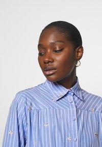 Liu Jo Jeans - ABITO CAMICIA STRIPES - Shirt dress - blue wave - 4