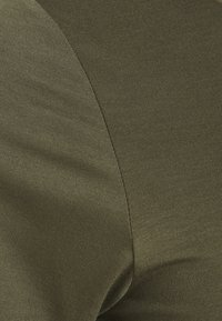 Kaffe Curve - ANELI V NECK - Jednoduché triko - grape leaf - 2