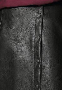 Vero Moda - VMZISSY SHORT COATED SKIRT  - Mini skirt - black - 4