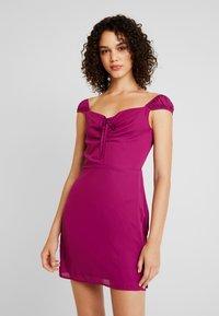 Fashion Union - ALEX - Vapaa-ajan mekko - cranberry - 0