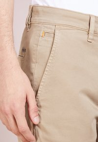 BOSS - REGULAR FIT - Pantalon classique - light pastel / brown - 5