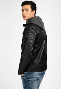 Guess - Faux leather jacket - mehrfarbig schwarz - 2