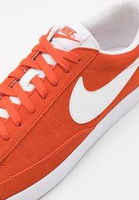 Nike Sportswear - BLAZER UNISEX - Tenisky - mantra orange/white - 7