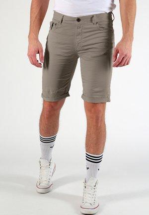 RICARDO - Shorts - oliv