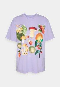 MUSHROOM GARDEN - Print T-shirt - lavender