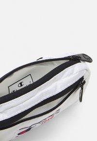 Champion Reverse Weave - BELT BAG UNISEX - Bum bag - white - 2