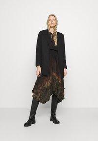 Desigual - VEST MILAN - Denní šaty - black - 1