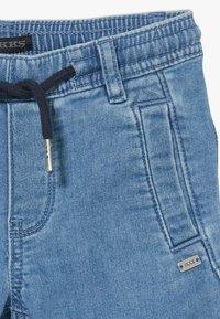 IKKS - BERMUDA - Short en jean - blue bleach - 4